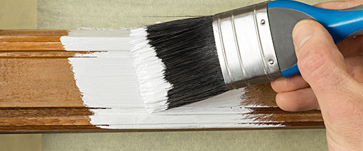 ramen en deuren in huis schilderen